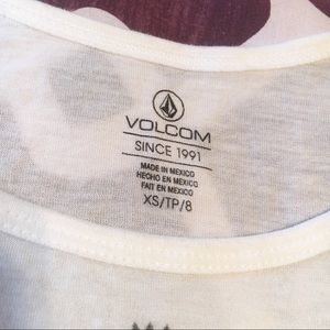 Volcom Tops - NWOT VOLCOM Cami Crop top